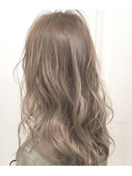 ミルクティーベージュ クセ毛風ルーズウェーブ 画像あり 髪色