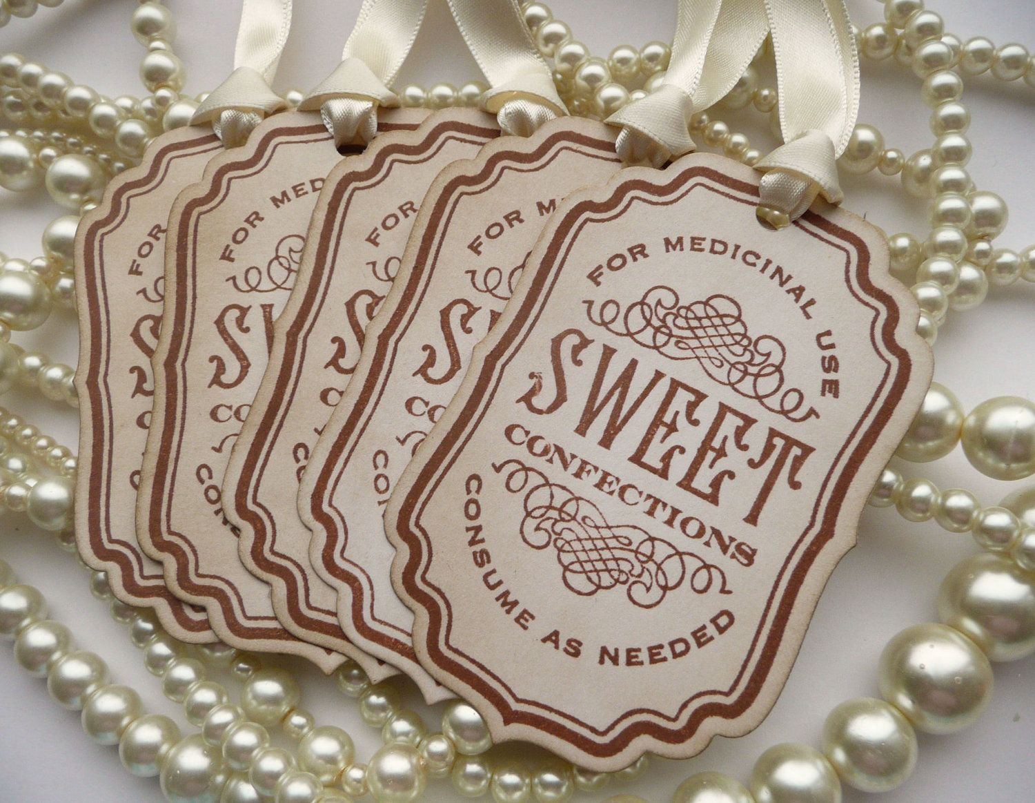 Vintage style labels, for sweet jars.  Perfect for a vintage style, rustic or shabby chic themed wedding.    ---  £4.23 for five