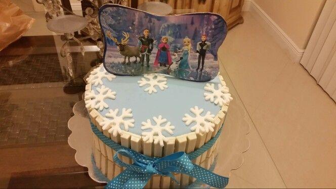 Bolo da Frozen com kit kat Cakes by Rosane Pinterest Birthday