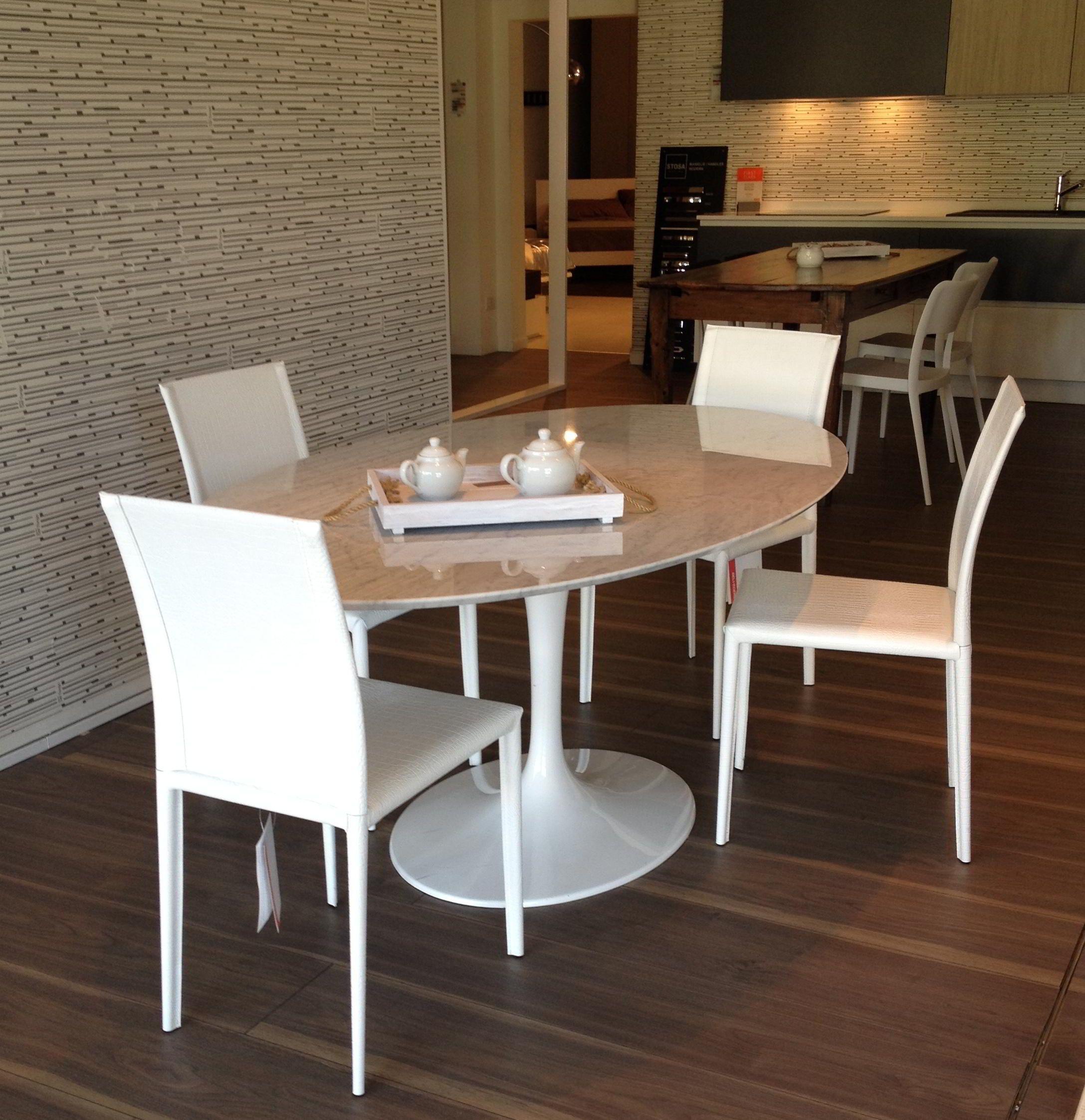 Tavolo con basamento in fusione di alluminio bianco e piano in ...