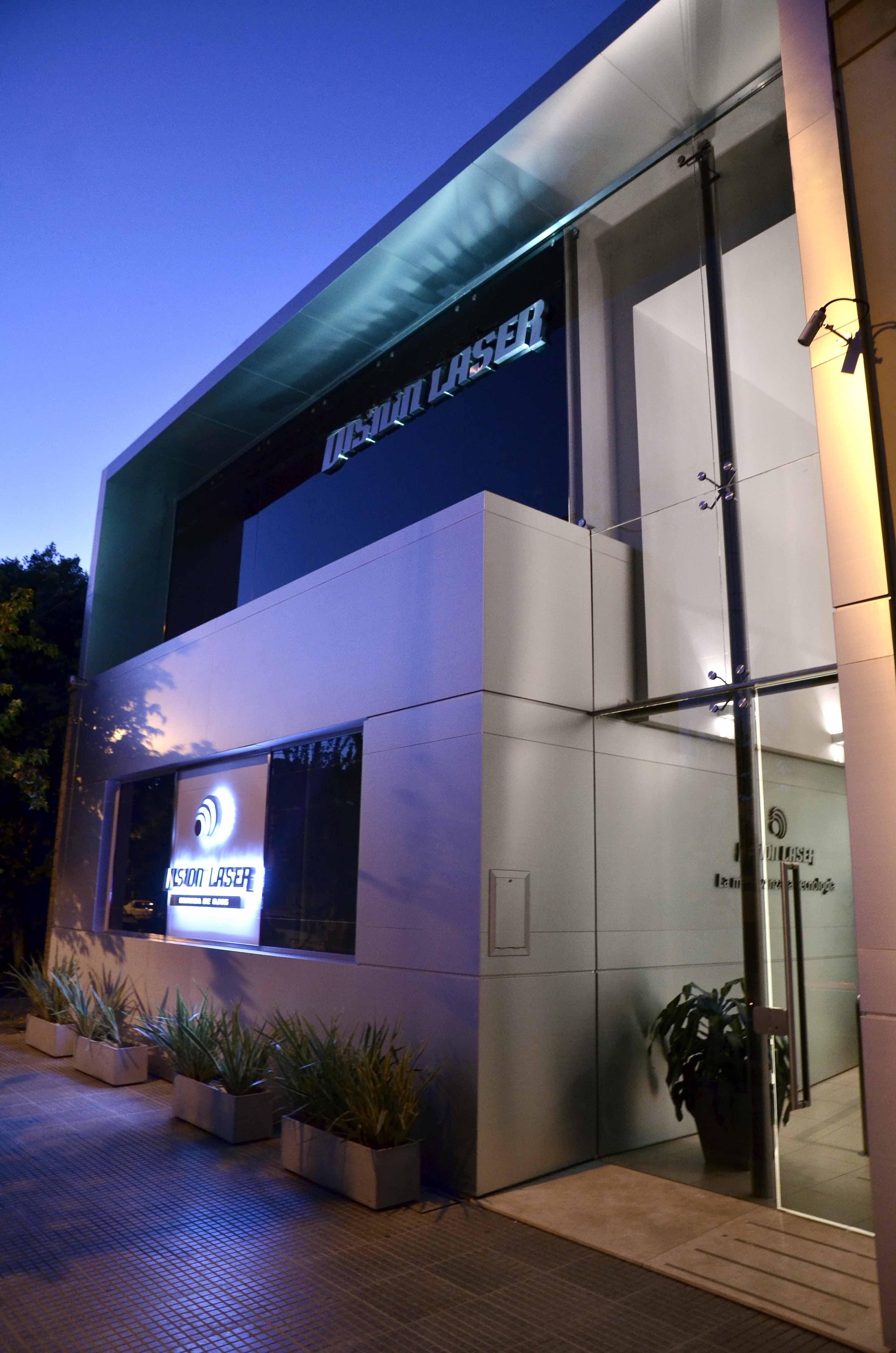 Fachada nocturna inspira 39 pinterest nocturnos fachadas y consultorio - Clinica dental moderna ...