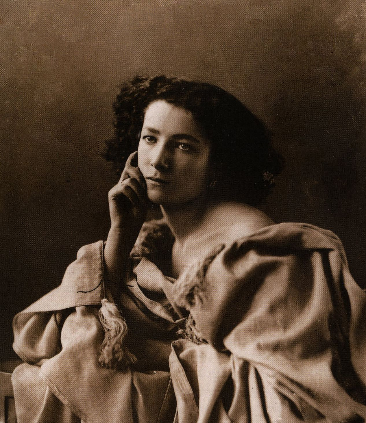 "Friend of Gustave Doré, Georges Clairin; muse of Victor Hugo and Alphonse Mucha; maybe loved by Louise Abbéma and dismissed by Nikola Tesla; she was The Stage herself, Sarah Bernhardt, ""The Divine Sarah""."
