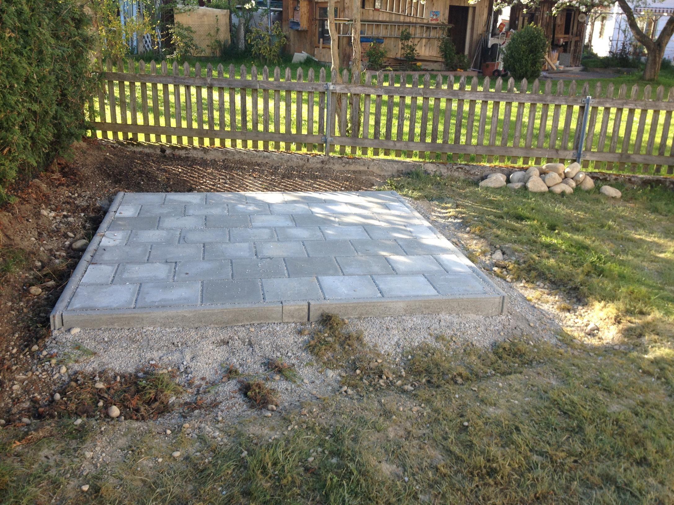 Fundament für Gartenhaus aus Gehwegplatten?20140417_17