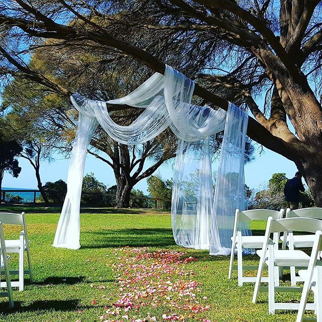 Ceremony hire beach and garden wedding ceremonies chairs hire ceremony decoration and styling for all your wedding hire needs chairs arches aisle decorations specialising in garden and beach weddings victoria wide junglespirit Images