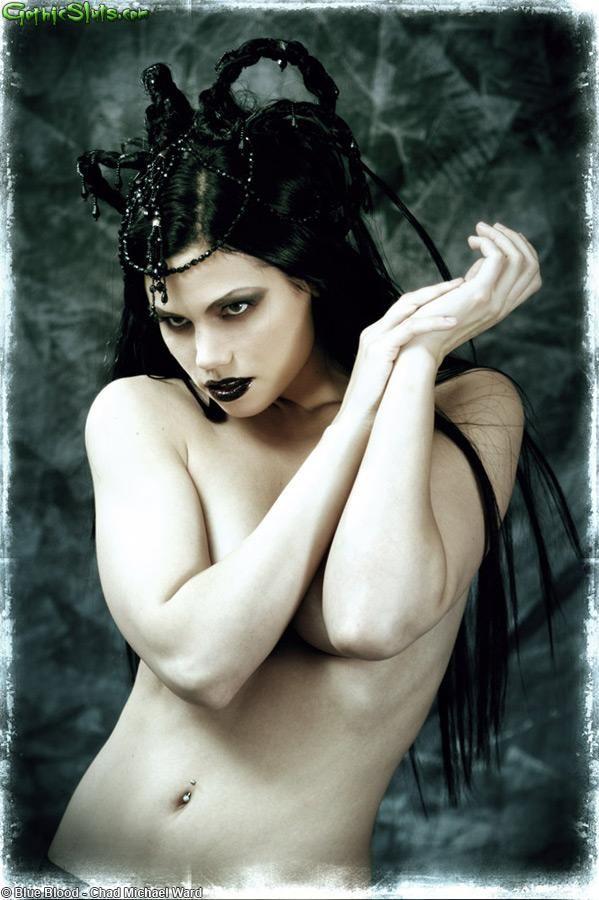 naked-female-goth