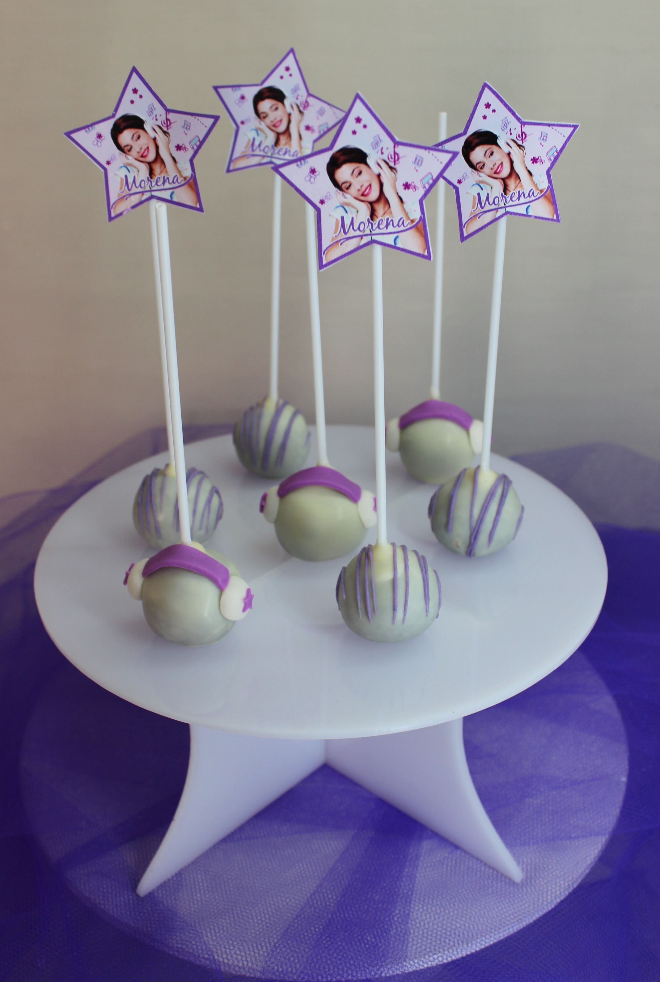 Violetta disney cake pops by violeta glace kindergeburtstag violetta torte geburtstag und - Cake pops 50 geburtstag ...
