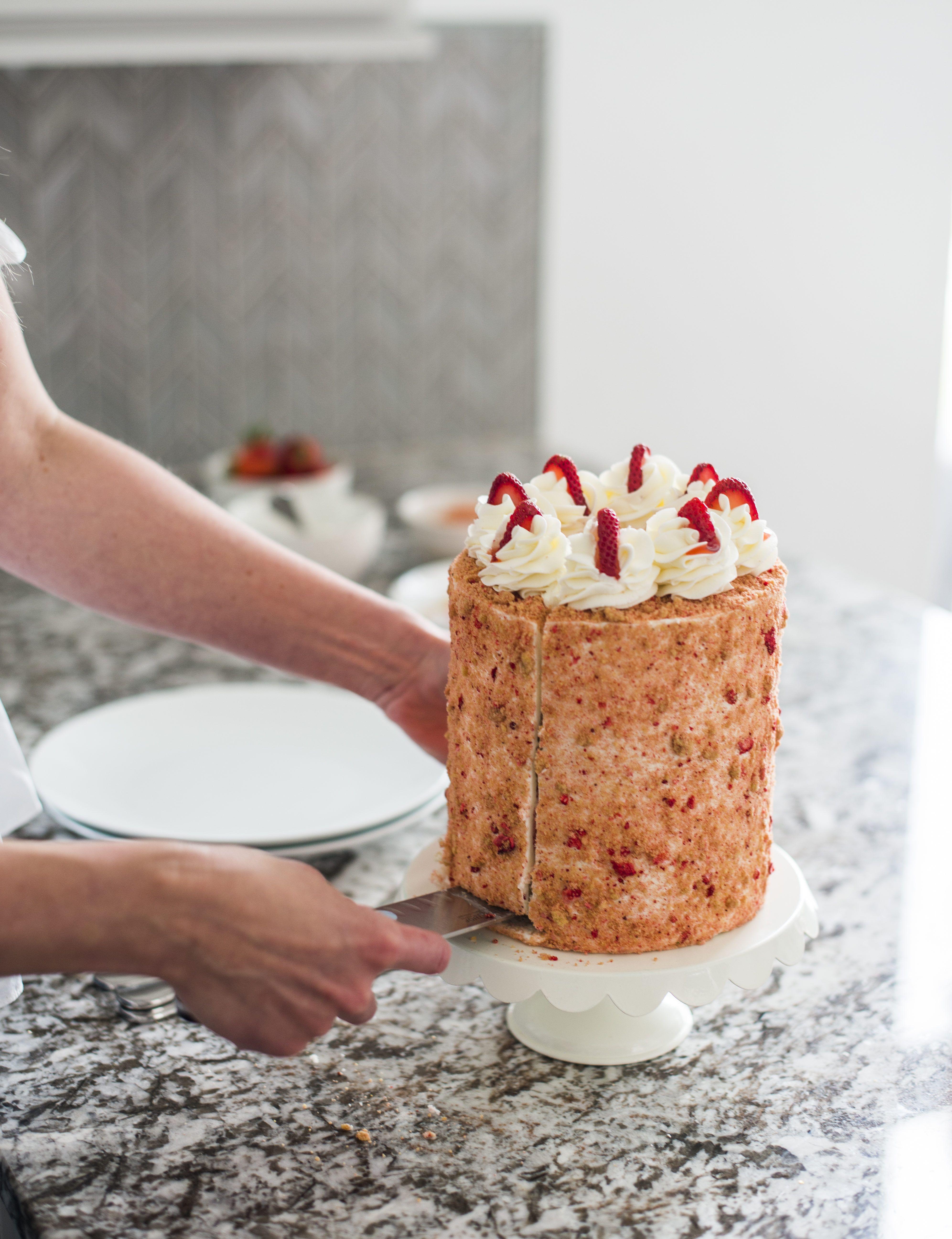 strawberry crunch cake crumble