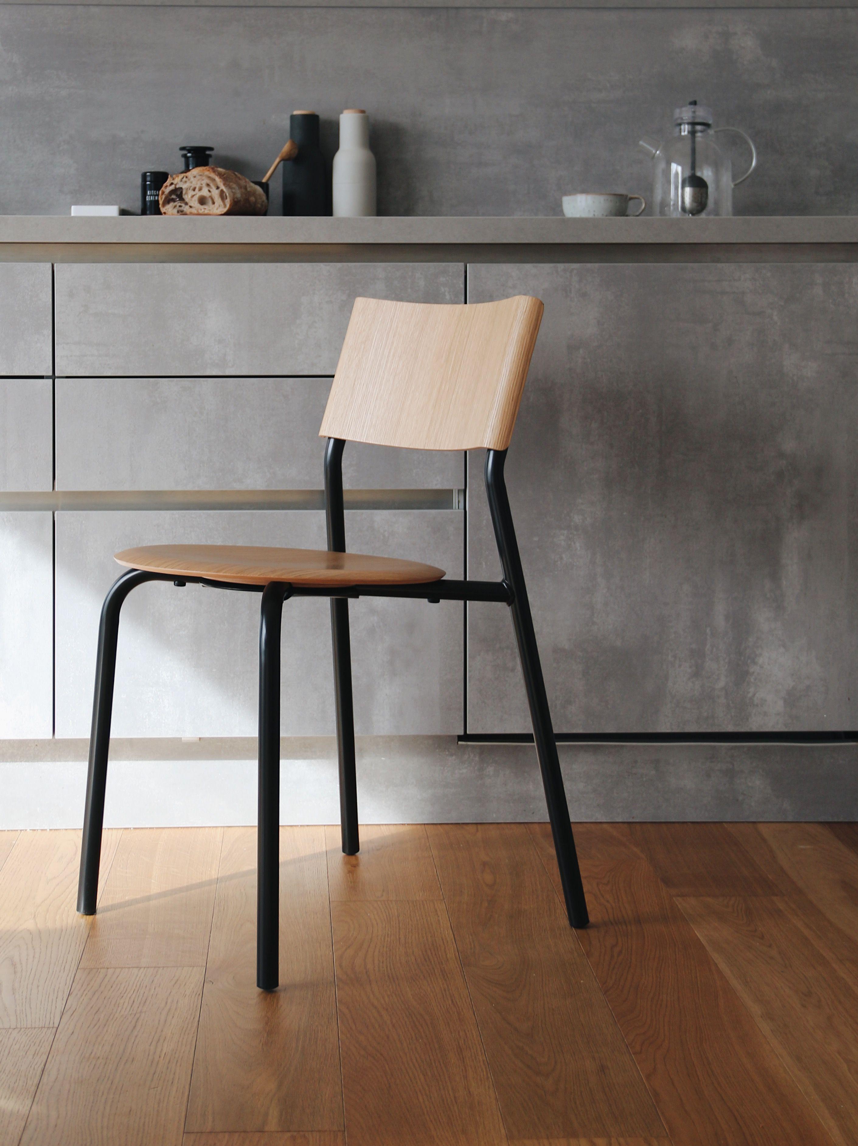 Chaise Ssd Simple Solide Et Durable Par Tiptoe Fabrication 100 Europeenne Avec Des Materiaux Nobles En 2020 Mobilier De Salon Pied De Table Design Table Modulable