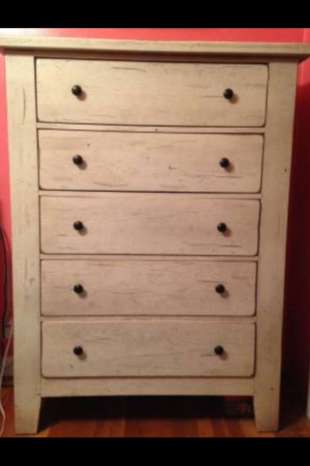 Broyhill Attic Heirlooms Chest Of Drawers In Eggshell Color Broyhill Heirloom Furniture Home Furniture