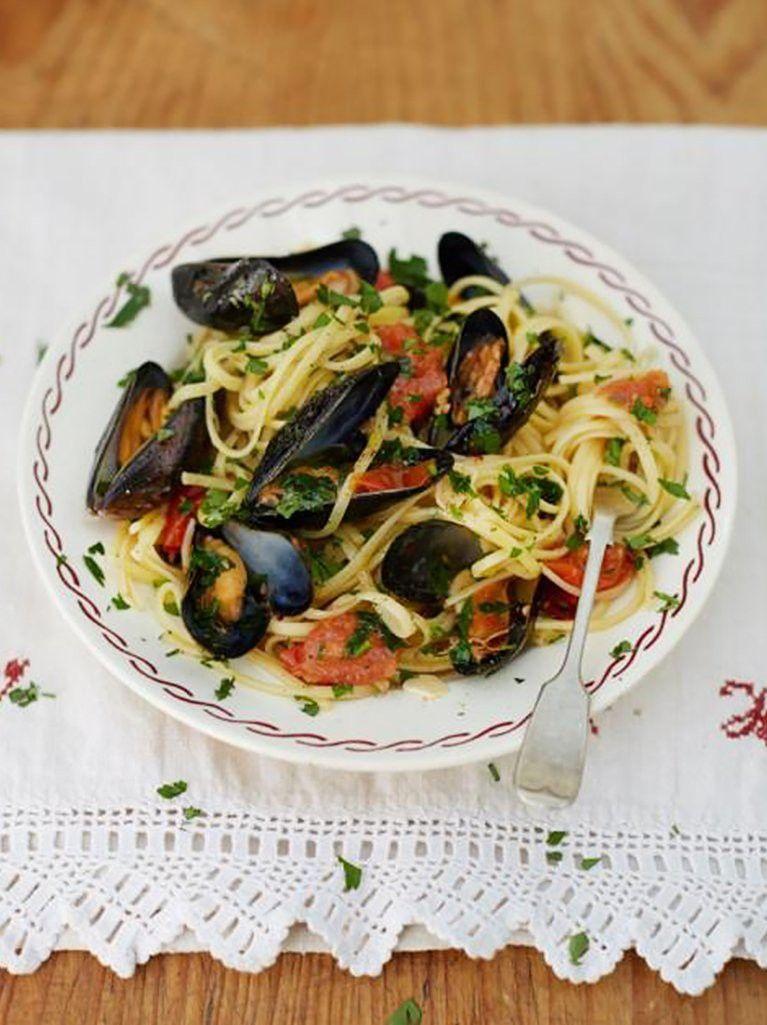 Grandad's mussel linguine (Linguine con cozze di Nonno) okease with a glass or Rosé!