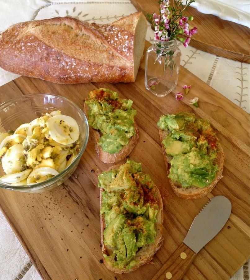 avocado toast with boiled egg gribiche avocado pinterest rezepte. Black Bedroom Furniture Sets. Home Design Ideas
