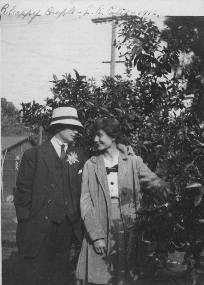 Dorothy Putnam et son amie imitant le couple idéal en 1916.