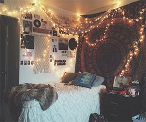 20 Magical Ways To Decorate Your Room With String Lights Part 36