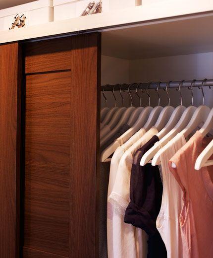 Cool IKEA sterreich Inspiration Schlafzimmer Nahaufnahme von ELG Kleiderschrank in Wei mit ELG