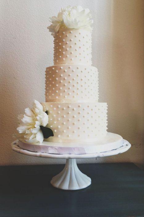 Wedding Trends Swiss Dots Retro Wedding Cakes White Wedding