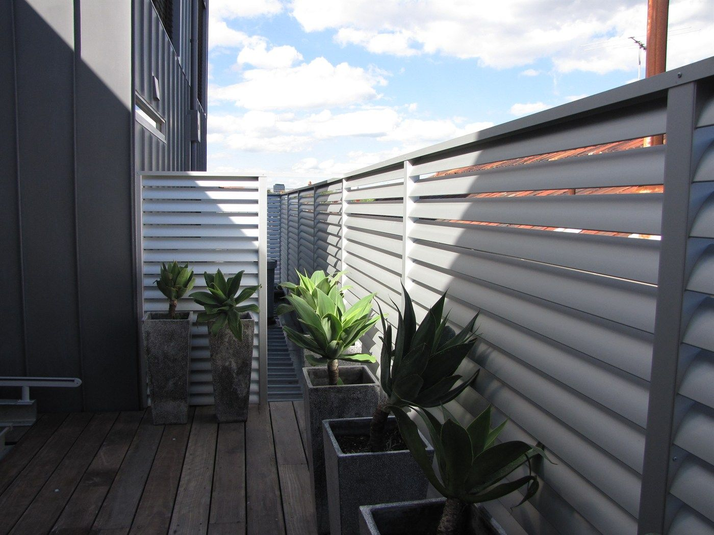 Superior Louvre Blade Balcony Screening Available In Natural Anodized Or Your Choice  Of Colour