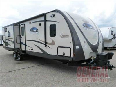 Step Inside This Spacious Triple Slide 2015 320bhds Freedom Express Liberty Edition Travel Trailer Featuring A Rear Bunkhouse Up Coachmen Rv Travel Trailer Rv