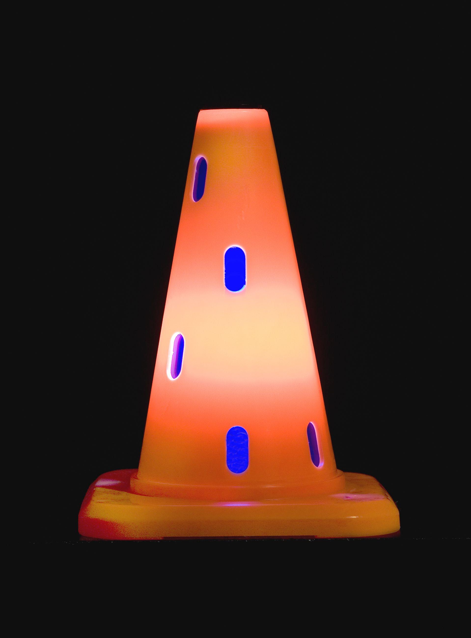 Dennis Oppenheim Safety Cone, Skulptur 2010, Höhe 30 cm