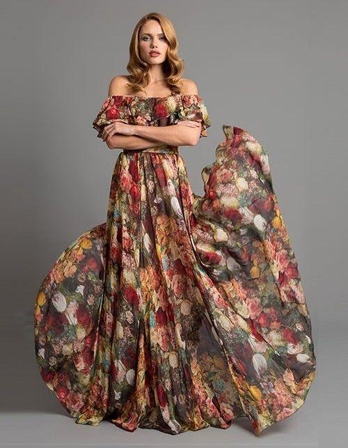 dieses Designer-Kleid aus reiner Seide besticht durch den ...
