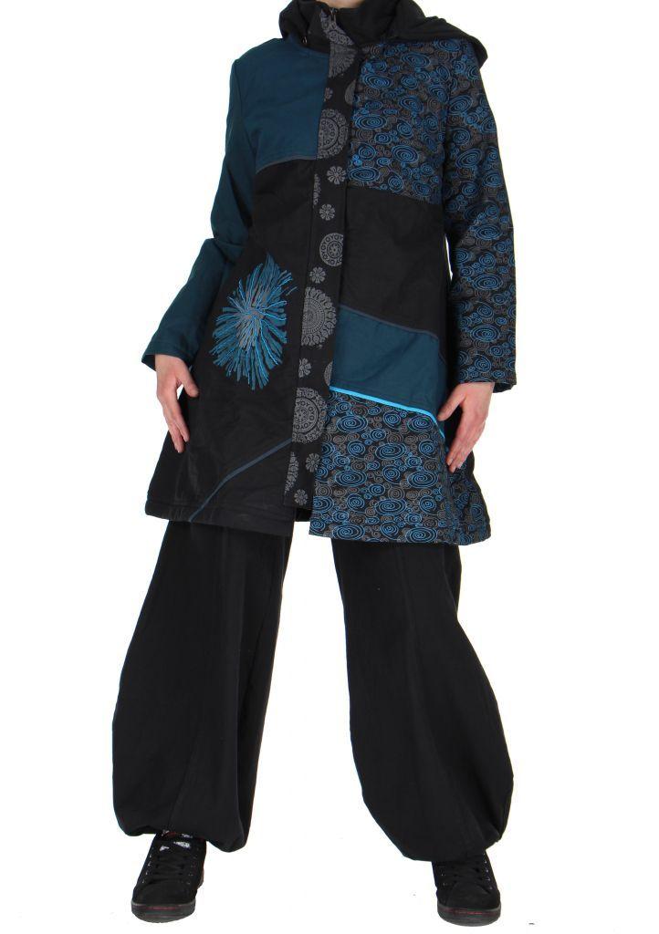 Un Manteau ethnique long noir et bleu original aroma disponible sur www.akoustik-online.com, ça vous tente?
