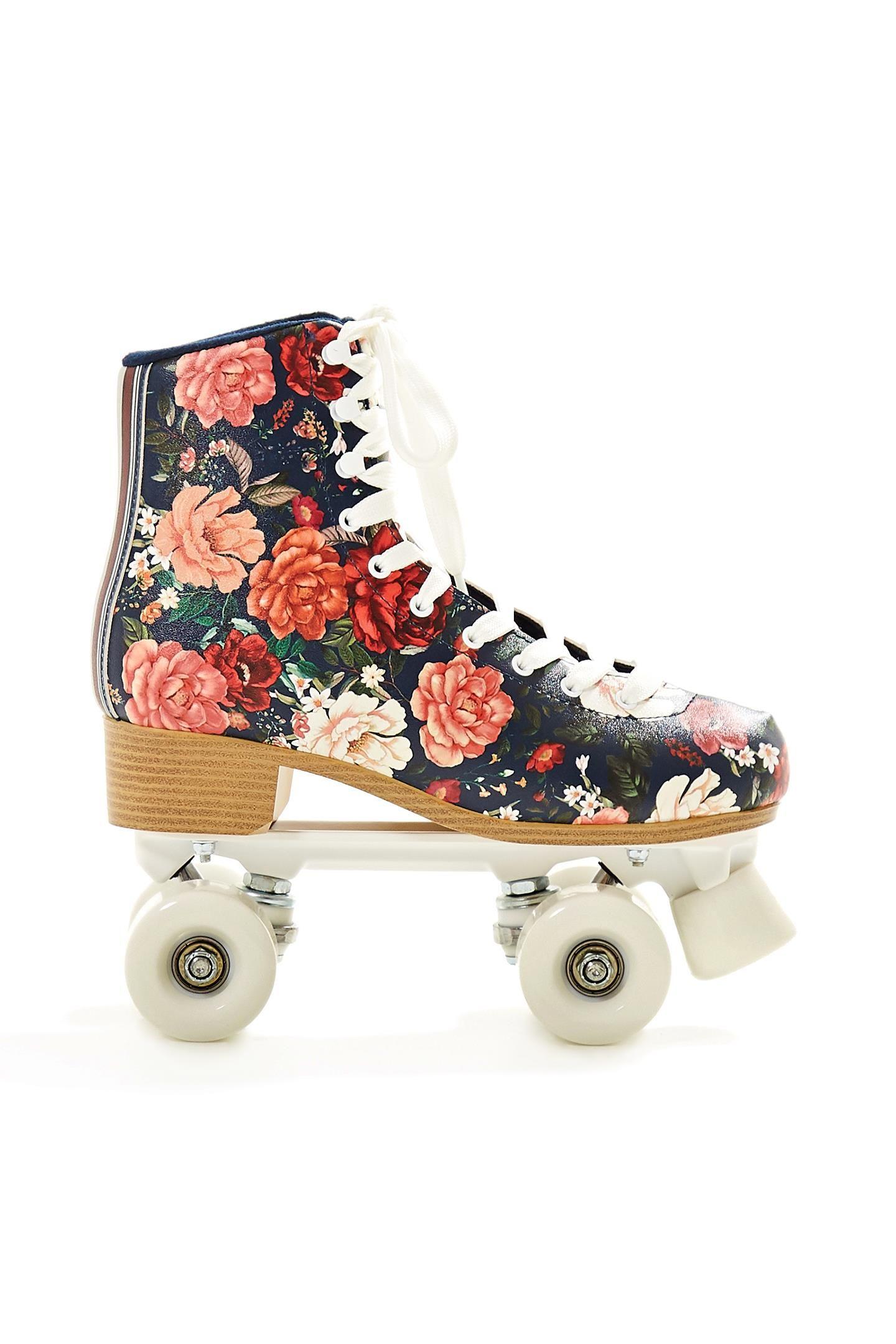 Patins vintage  conheça o modelo da Antix e saiba aonde comprar!   Fashion  News!   Pinterest   Roller skating, Skater girls e Skate surf e25216d535