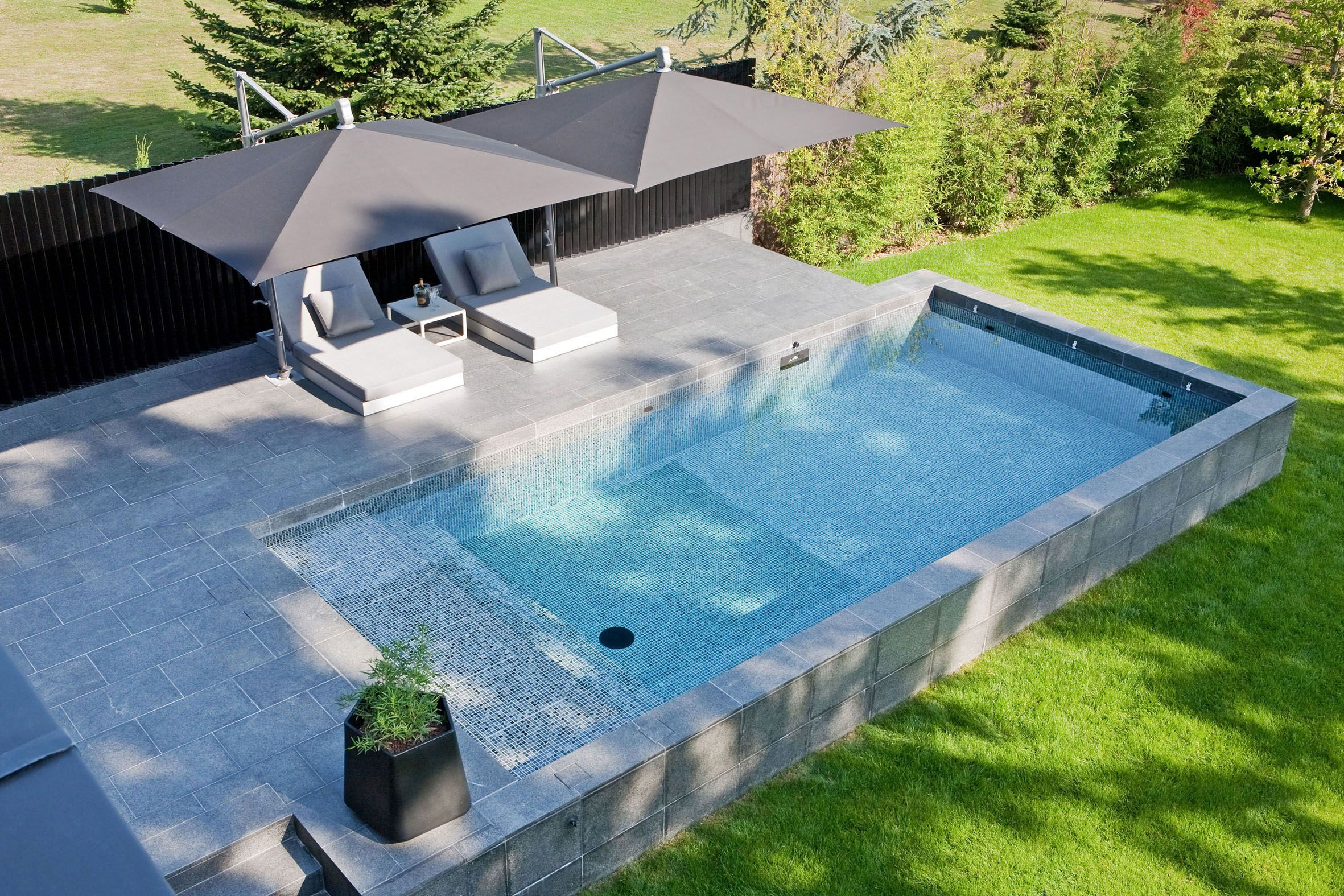 piscine semi enterr e en b ton terrasse mr et mme renner. Black Bedroom Furniture Sets. Home Design Ideas