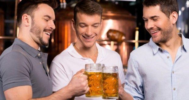 ¿Cuántas calorías tienen la cerveza y el vino?