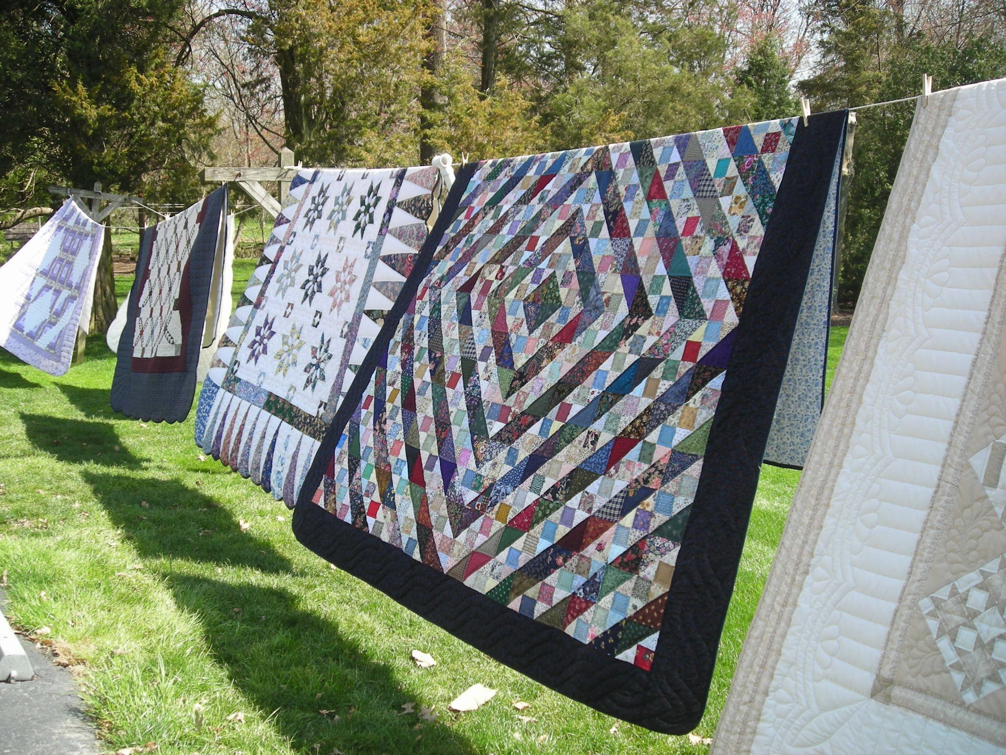 Amish quilts on a line in Lancaster, Pa. | Quilts Quilts Quilts ... : lancaster quilts - Adamdwight.com