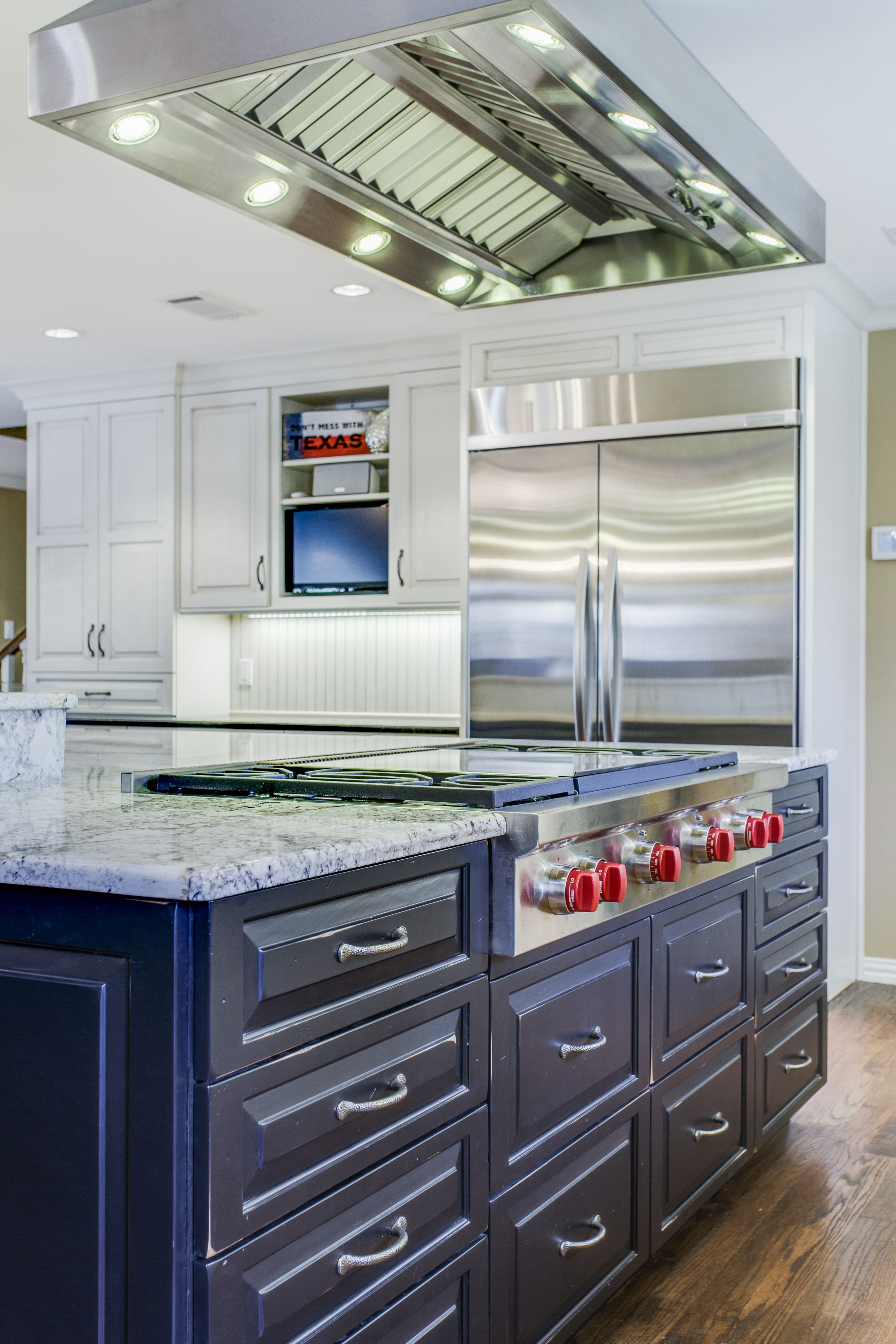 Wwwoods Cabinets Soft White Perimeter With Slate Highlights With Antiqued Black Kitchen Vent Hood Kitchen Vent Kitchen Island Vent