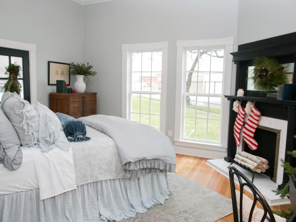 Fixer Upper Renovation and Holiday Decor at Magnolia House Bed - Feng Shui Schlafzimmer Bett Positionierung