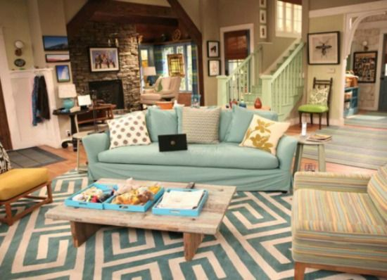 Good-Luck-Charlie-Living-Room that chair!