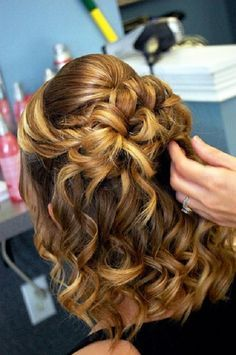 hairstyle fine curly hair