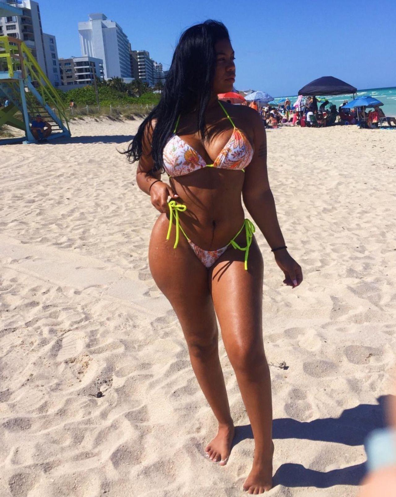 Sexy ebony women gifs