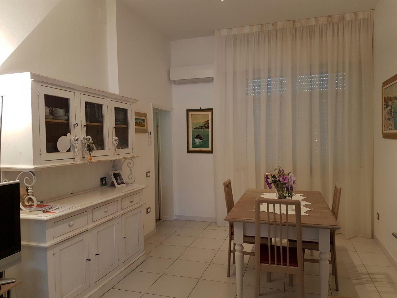 tende arricciate su binari per sala | Tende da Interni, Serramenti ...