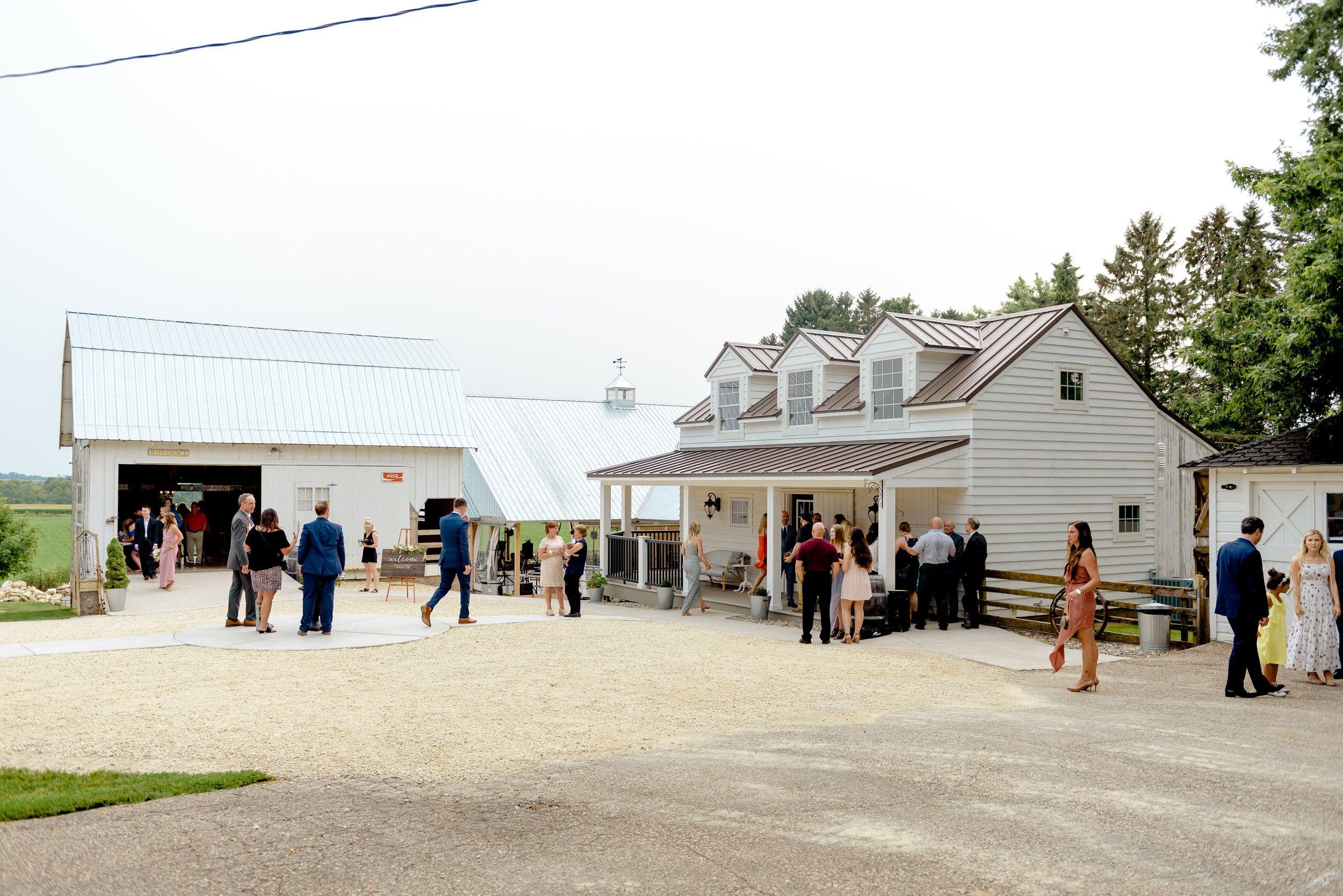 Legacy Hill Farm Wedding - Minnesota Outdoor Wedding Venue ...