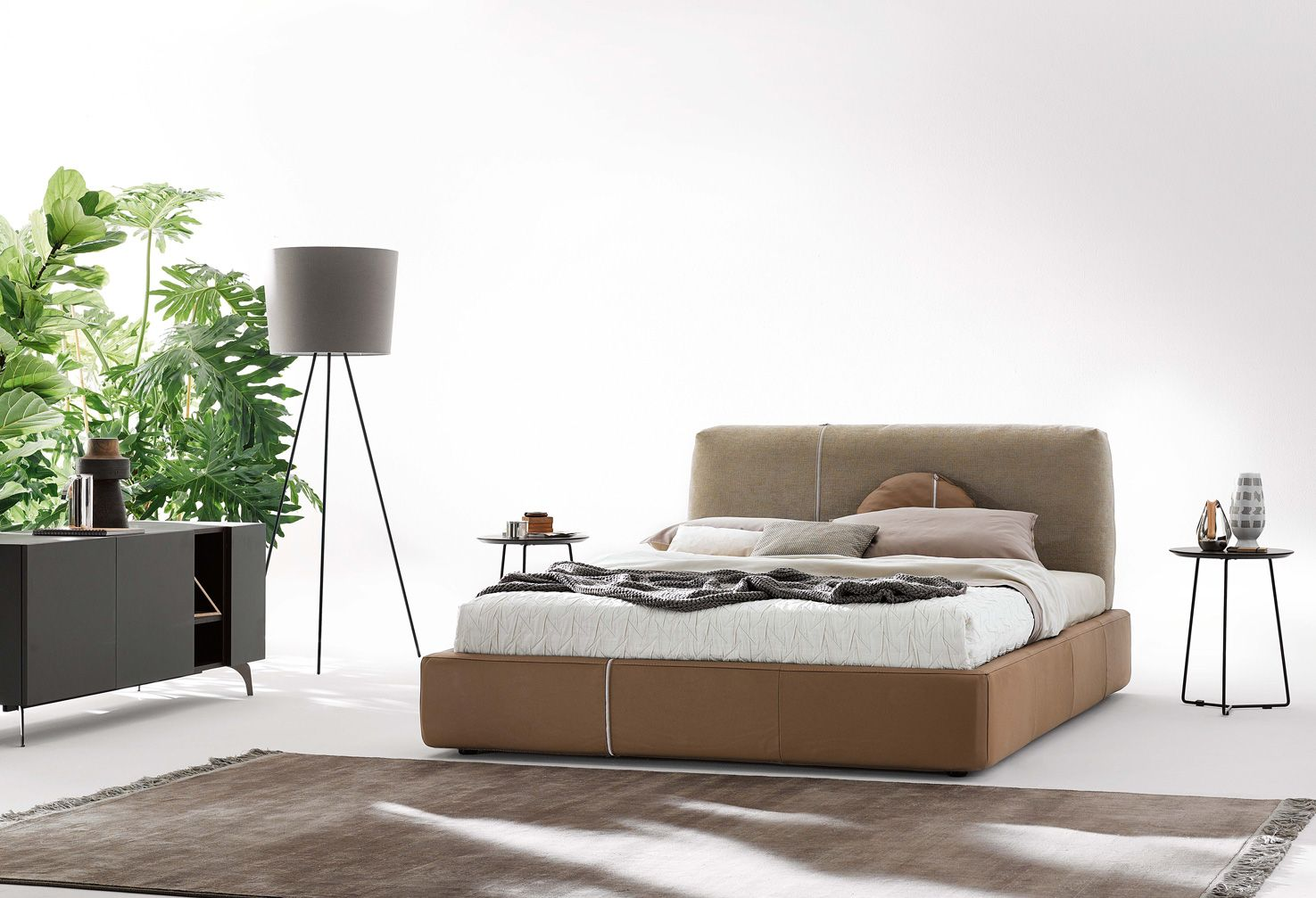 #Sanders is available in one or two colours, in manmade or genuine leather or in the Mix version consisting in a fabric #headboard and a leather #bed #frame. #ditreitalia #newproducts #bed #design #cozy