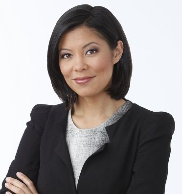 Photo of Alex Wagner and her 2017 delicate make up style, products & tips