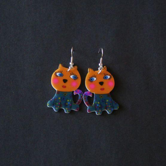 Plexiglas øreringe med stor kat, 69 kr/par, to par 97 kr. Se vores mange sjove øreringe af plexiglas, eller smykkeler. http://uglenimosen.dk/produkter/71-sjove-oereringe/