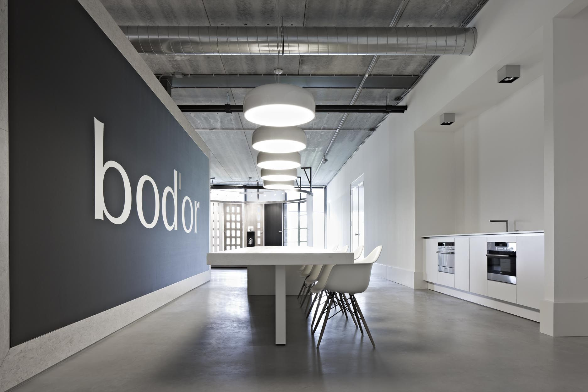 BOD'OR Amsterdam, July 2011. M+R designed a special presentation space for the doors by elevated round disks. Specially crafted steel frames ensure the construction of the door presentation and lighting.