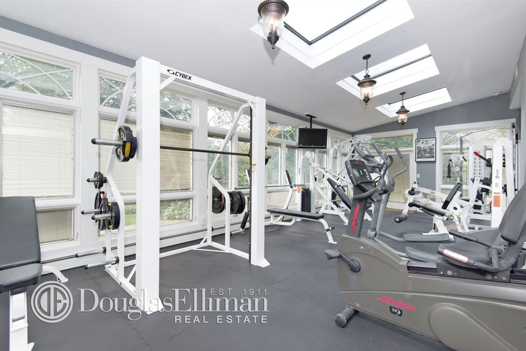 7 Forte Dr Old Westbury Ny 11568 Zillow Old Westbury Indoor Hot Tub Home