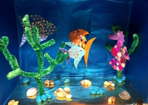 Aquarium Aus Karton Und Tonpapier Tiere Basteln Mei Tiere Basteln Fische Basteln Basteln Mit Tonpapier