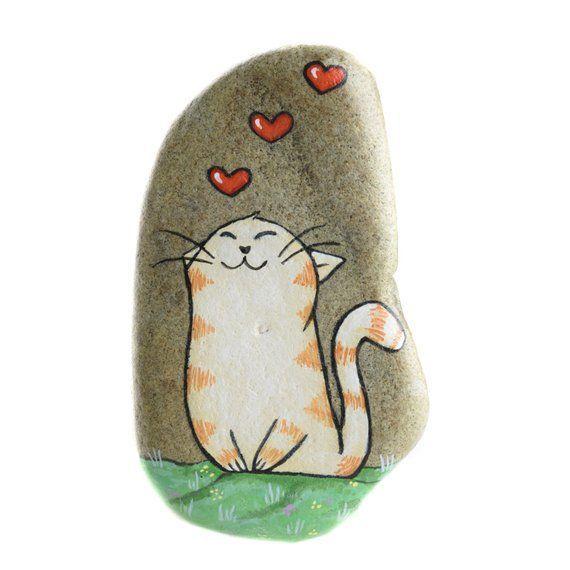 Tabbykatze, Katze in der Liebe, gemalter Felsen, gemalte Katze, hängender Stein #bemaltesteine
