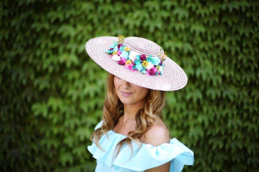 Look con pamela de flores. A trendy life.  weddinglook 01c4881747f