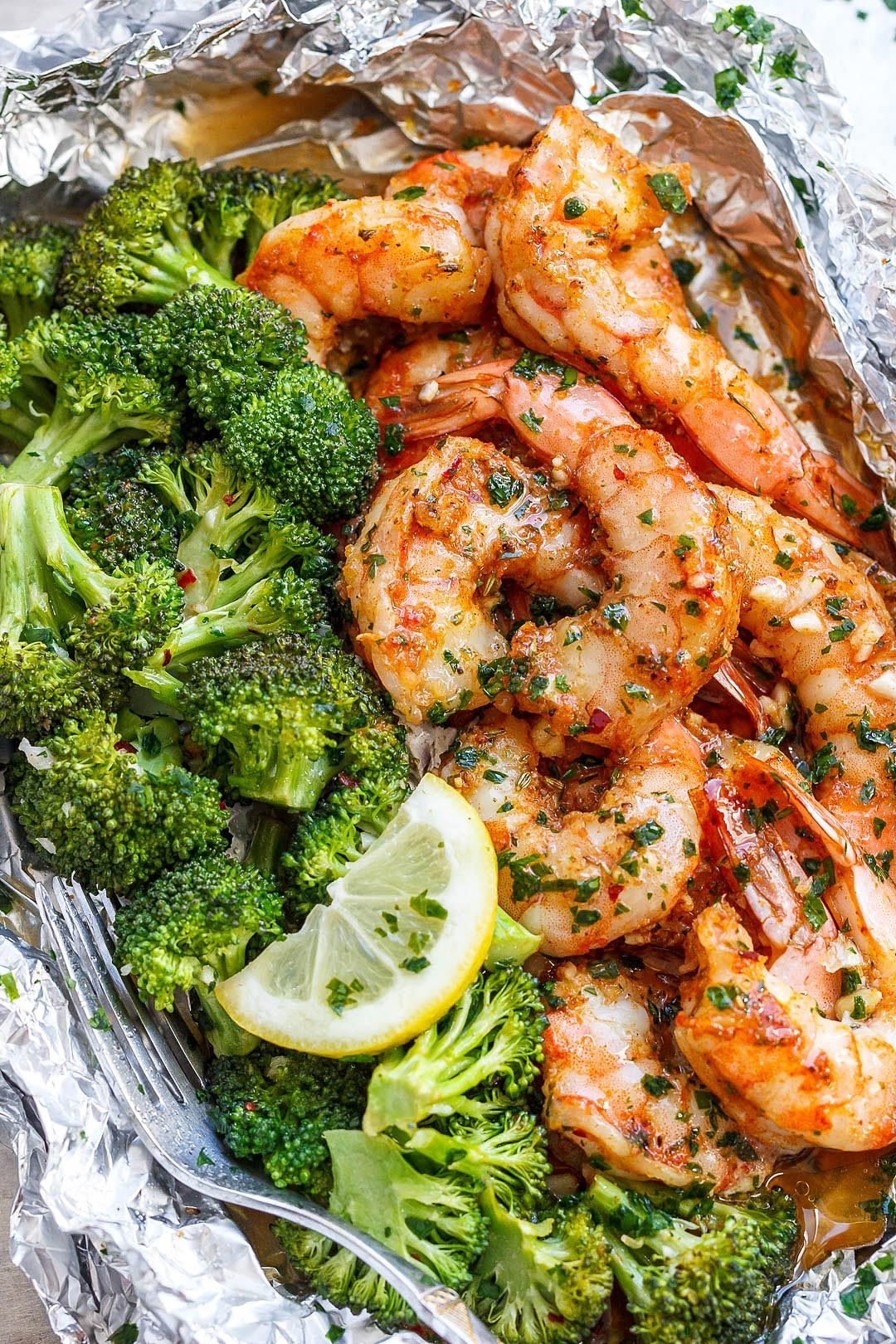 Baked Shrimp and Broccoli Foil Packs with Garlic Lemon Butter Sauce