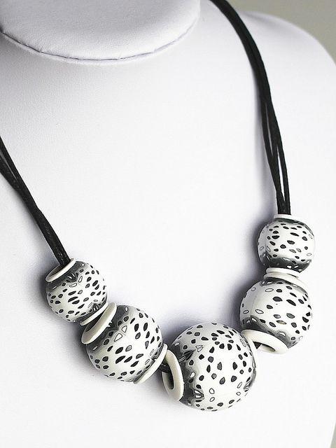 white & black hollow beads (inspired by Klara Alba Bartlová) | Flickr - Fotosharing!