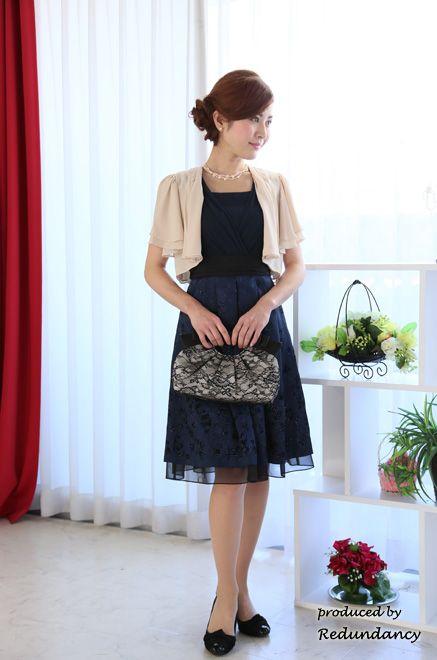 5570f61bb16af 女性らしいラインドレスにはベージュのボレロジャケットが◎ 結婚式 ジャケットの