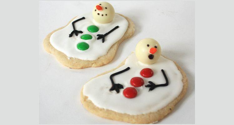 Maak met behulp van je favoriete koekjesrecept deze geweldige smeltende sneeuwmannen koekjes! Je kan de sneeuwman er zo gek uit laten zien als je zelf wilt!