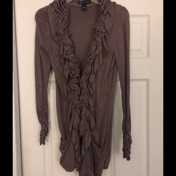 Pretty long cardigan with ruffle detail