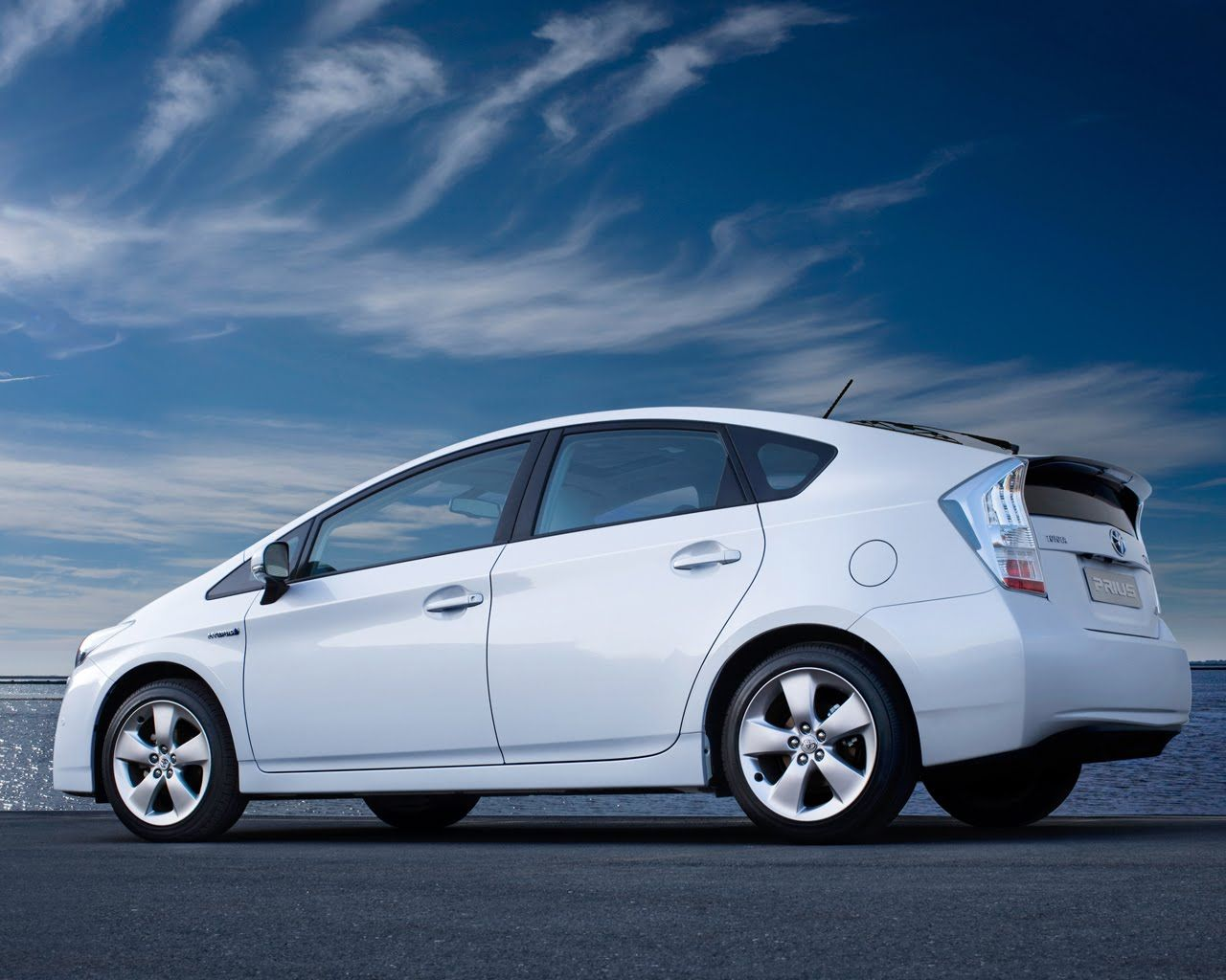 The Renowned Hybrid Toyota Prius World S First M Produced 1997 5 Star Safety Rated 3 Million Prii Have Been Sold Worldwide 2017