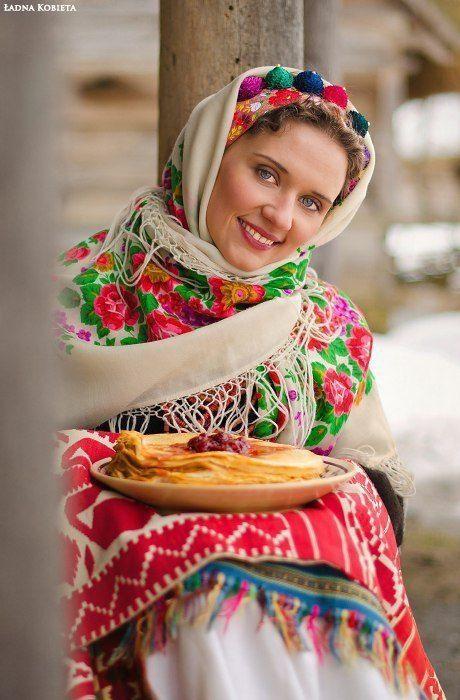 伝統的な民族衣装に身を包んだ美しい東欧・スラブ人女性たちの写真いろいろ - DNA - http://dailynewsagency.com/2013/03/23/beautiful-slavic-girls-in-traditional-9vk/